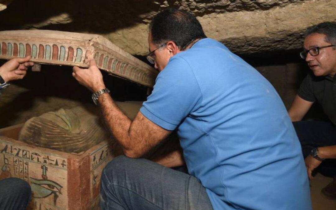 El mayor hallazgo egipcio en años: Descubren más de 100 tumbas en Saqqara