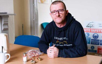 El famoso fontanero inglés que ha conseguido ayudar a más de 10.000 familias