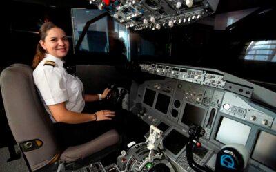 Se convierte en piloto de avión la mujer que vendía maíz cocido en la calle