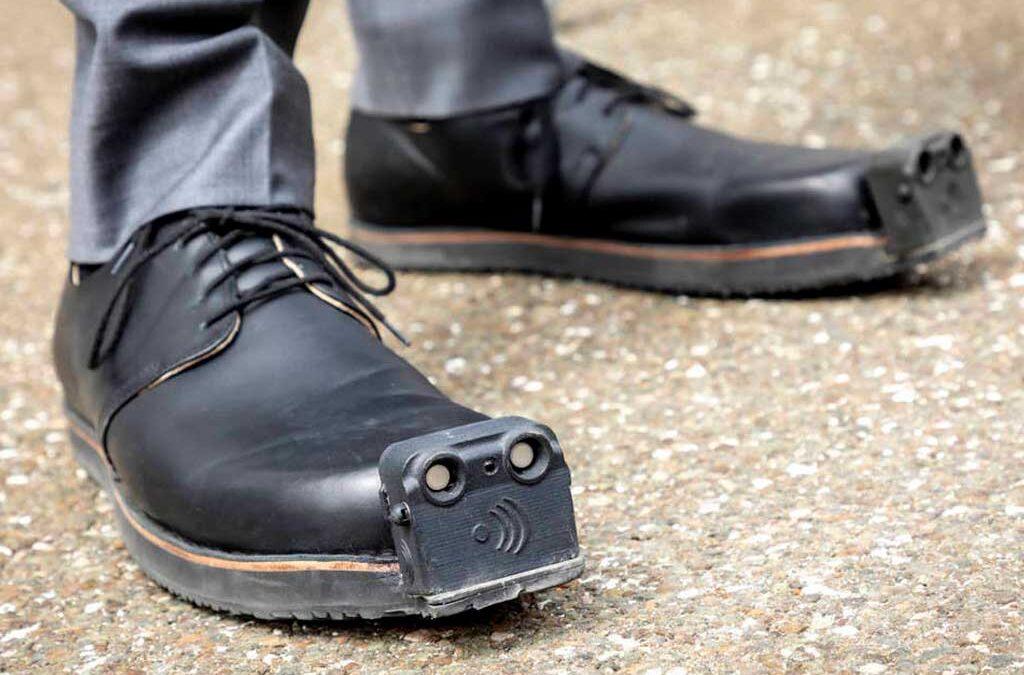 Crean zapatos con sensores de movimiento para ayudar a las personas ciegas