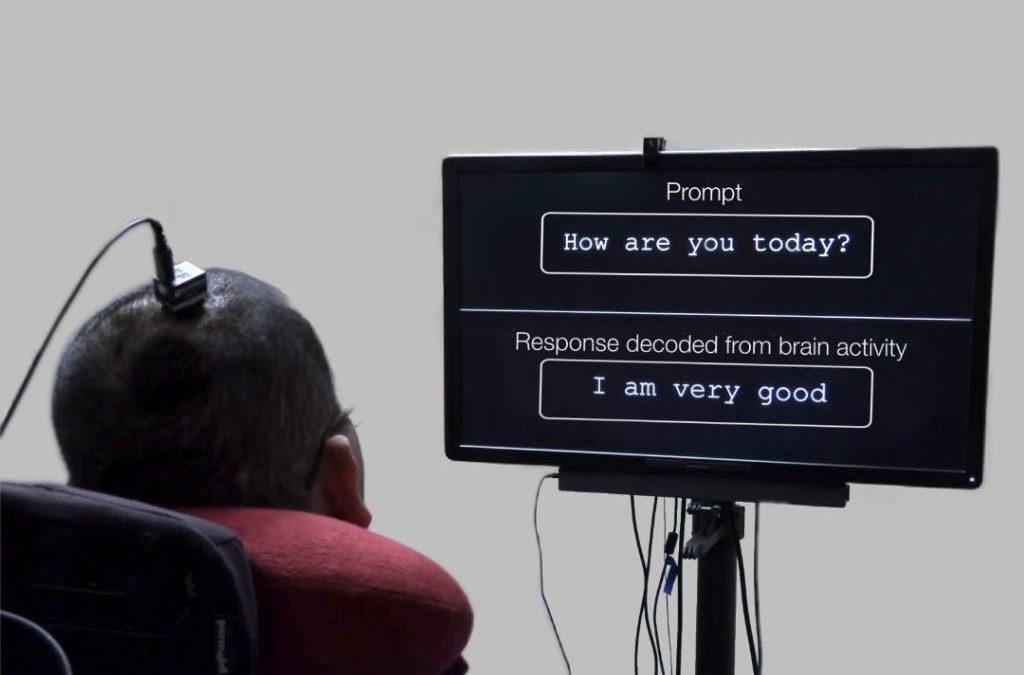 Crean una neuroprótesis que traduce las señales del cerebro en palabras