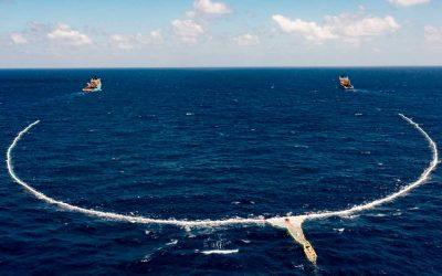 Ocean Cleanup despliega un sistema a gran escala en la Isla de Basura