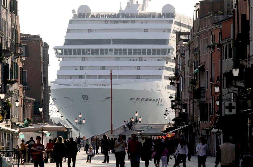 Italia protege Venecia prohibiendo el paso de cruceros