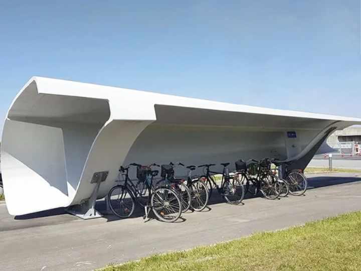 Aparcamientos de bicicletas a partir de aspas de turbinas eólicas en Dinamarca